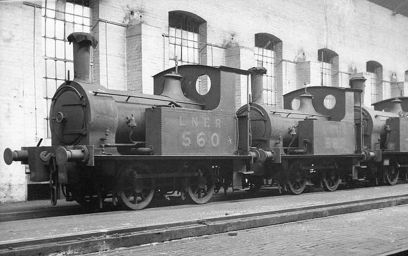 Class Y8 - 560 - Worsdell NER Class K LNER Class Y8 0-4-0T - built 06/1890 by Gateshead Works for shunting duties in Hull Docks - 1946 to LNER No.8091 - BR No.68091 not applied - 06/54 to Departmental Stock as No.55 (York MPD pilot) - 12/56 withdrawn from 50A York North - seen here in store in Hull Springhead Works with sister No.562, withdrawn 05/37.