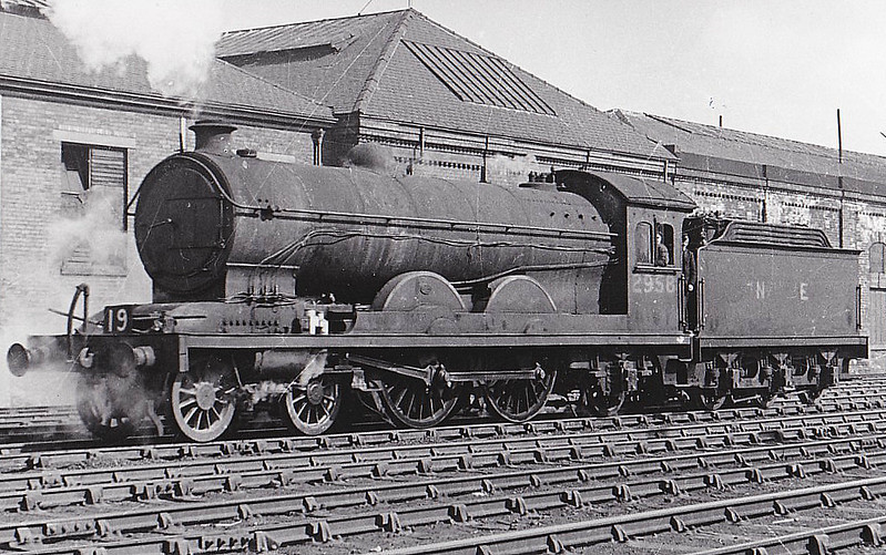 Class C 7 - 2958 - Raven NER Class Z 4-4-2 - built 08/11 by North British Loco Co. as NER No.720 - 03/46 to LNER No.2958 - 11/47 withdrawn from Hull Dairycoates MPD - seen here at Hull, 04/47.