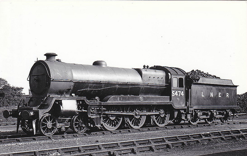 Class B7 - 5474 - Robinson GCR/LNER Class 9Q 4-6-0 - built 08/22 by Beyer Peacock & Co. as GCR No.474 - 07/24 to LNER No.5474, 12/46 to LNER No.1382 - BR No.61380 not applied - 04/49 to BR No.61707 - 06/49 withdrawn from 39A Gorton - seen here at Neasden, 08/37.