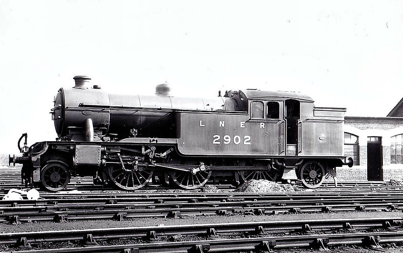 Class V1 - 2902 - Gresley LNER 2-6-2T - built 10/30 by Doncaster Works - 05/46 to LNER No.7602, 10/48 to BR No.67602 - 05/62 withdrawn from 65A Eastfield, where seen 09/34.