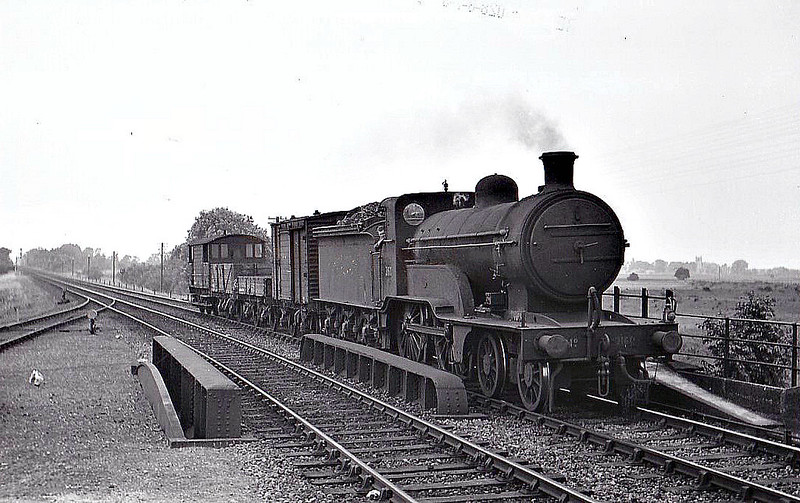 Class D 2 - 2160 - Ivatt GNR Class D1 LNER Class D2 4-4-0 - built 11/1898 by Doncaster Works as GNR No.1332 - 06/24 to LNER No.4332, 02/46 to LNER No.2160 - BR No.62160 not applied - 10/48 withdrawn from 34D Hitchin - seen here at Dogdyke, 06/47.