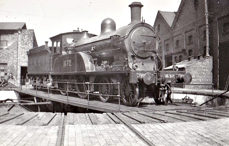 Class D17 - 1632 - Worsdell NER Class Q 4-4-0 - built 09/1893 by Gateshead Works - 11/37 withdrawn from Bridlington MPD - seen here at York in 1935.