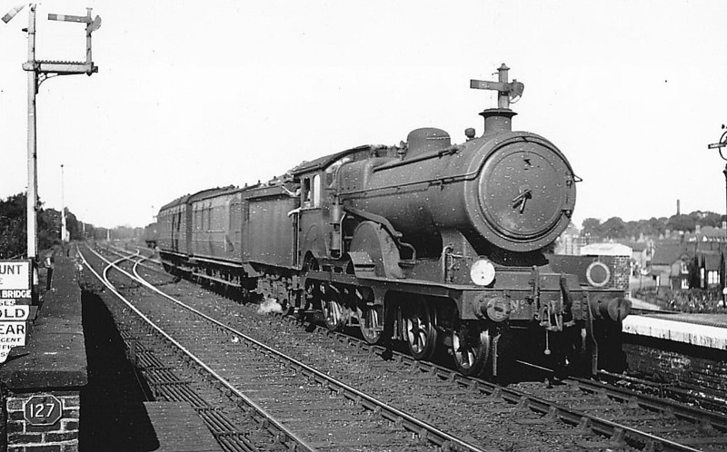 Class D16 - 8785 - Holden GER Class D16 4-4-0 - built 07/23 by Stratford Works as GER No.1785 - 1924 to LNER No.8785, 11/46 to LNER No.2616, 11/48 to BR No.62616 - 02/53 withdrawn from 31A Cambridge - seen here at Shenfield, 08/31.