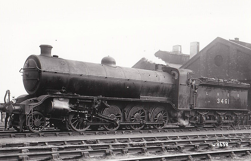 Class O2 - 3461 - Gresley GNR/LNER 2-8-0 - built 05/18 by Doncaster Works as GNR No.461 - 03/25 to LNER No.3461, 07/46 to LNER No.3921 - BR No.63921 not applied - 05/48 withdrawn from 41J Langwith Junction.