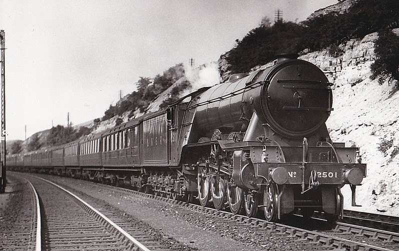 Class A3 - 2501 COLOMBO - Gresley 4-6-2 - built 07/34 by Doncaster Works - 12/46 to LNER No.36, 07/48 to BR No.60036 - 11/64 withdrawn from 51A Darlington - seen here at Great Ponton in 1938.