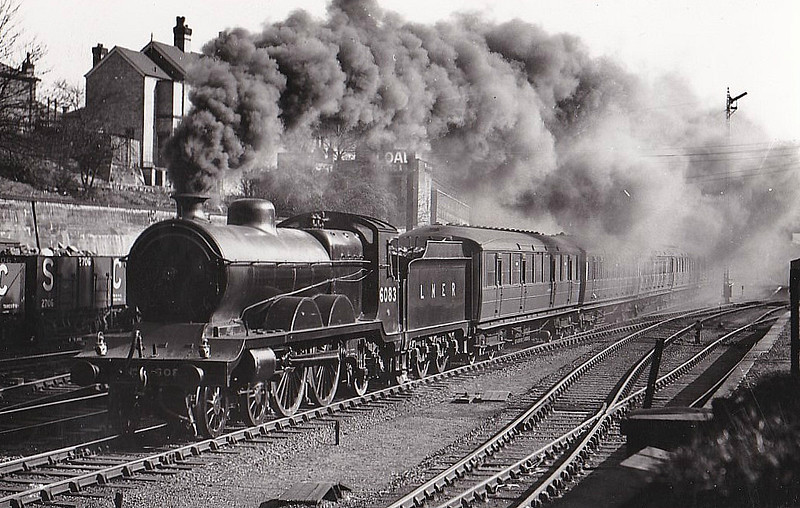 Class C4 - 6083 - Robinson GCR Class 8B 4-4-2 - built 10/05 by North British Loco Co. as GCR No.1083 - 09/24 to LNER No.6083, 06/46 to LNER No.2911 - 12/47 withdrawn from Lincoln MPD.
