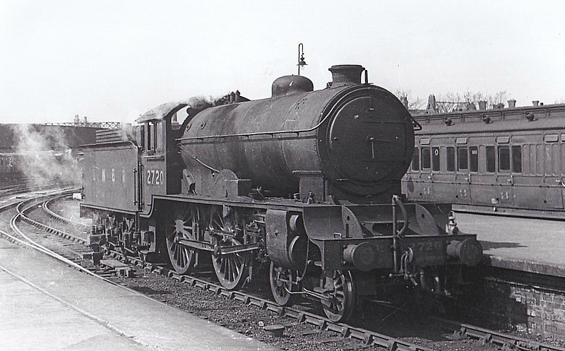Class D49 - 2720 CAMBRIDGESHIRE - Gresley LNER 4-4-0 - built 05/28 by Darlington Works - 12/46 to LNER No.2720, 05/49 to BR No.62720 - 10/59 withdrawn from 53A Hull Dairycoates - seen here at Hull Paragon, 04/47.