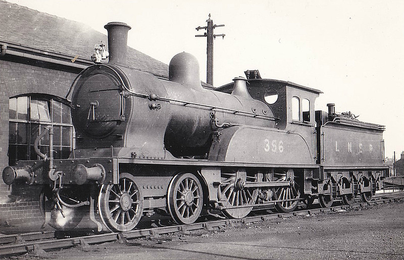 Class D22 - 356 - Worsdell NER Class F 4-4-0 - built 12/1887 by Gateshead Works - 03/32 withdrawn from Hull Botanic Gardens MPD.