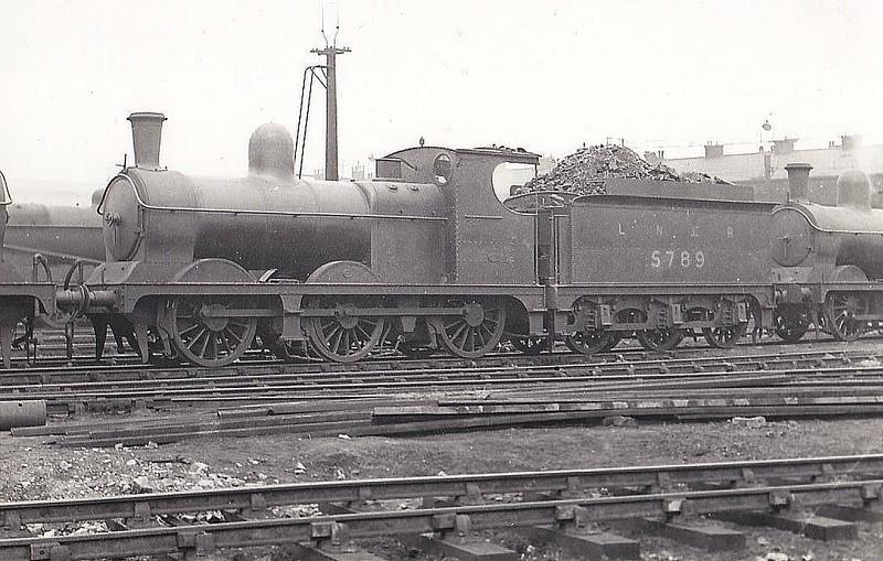 Class J10 - 5789 - Pollitt GCR Class 9H 0-6-0 - built 03/1896 by Beyer Peacock & Co. as GCR No.789 - 08/24 to LNER No.5789, 06/46 to LNER No.5133, 05/48 to BR No.65133 - 12/59 withdrawn from 13F Walton on the Hill.