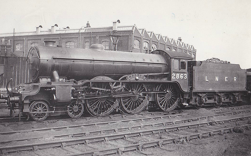 Class B17 - 2863 EVERTON - Gresley LNER 4-6-0 - built 02/37 by Robert Stephenson & Hawthorn Ltd - 06/46 to LNER No.1663, 11/49 to BR No.61663 - 02/60 withdrawn from 30A Stratford.
