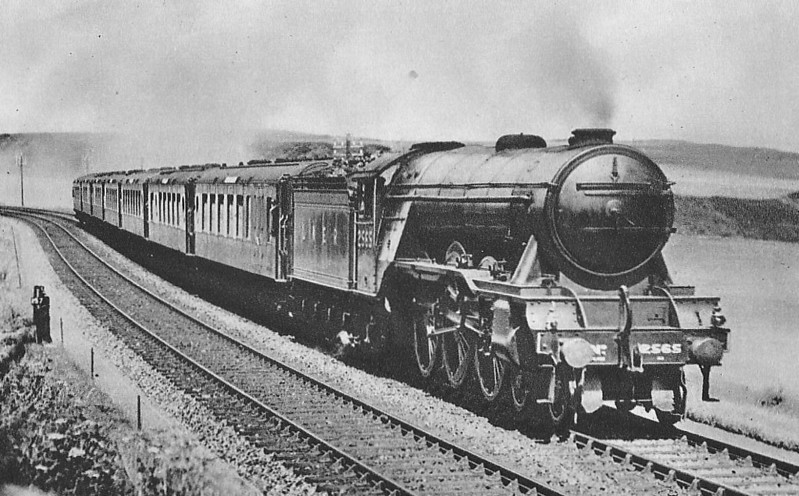 Class A3 - 2565 MERRY HAMPTON -  Gresley GNR/LNER 4-6-2 - built 07/24 by North British Loco Co. - 07/46 to LNER No.66, 01/49 to BR No.60066 - 09/63 withdrawn from 34F Grantham - seen here on the 'Queen of Scots' near Berwick.