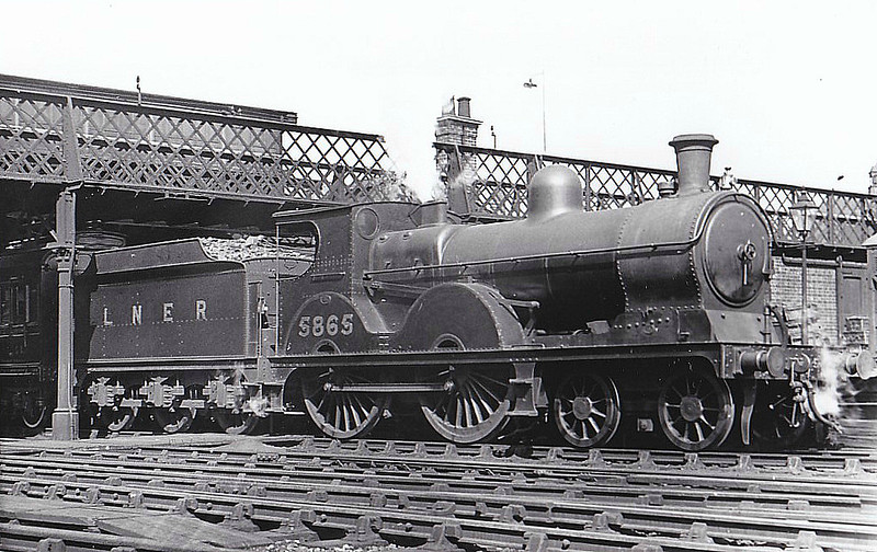 Class D 6 - 5865 - Pollitt GCR Class 11A 4-4-0 - built 03/1899 by Beyer Peacock Ltd. as GCR No.865 - 06/26 to LNER No.5865, 12/46 to LNER No.2104 - 12/46 withdrawn from Northwich MPD - seen here at Doncaster.