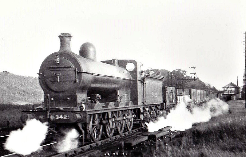 Class Q1 - 3423 - Ivatt GNR 0-8-0 - built 07/03 by Doncaster Works as GNR No.423 - 01/25 to LNER No.3423 - 06/28 withdrawn from New England - see here at Hadley Wood, 06/25.