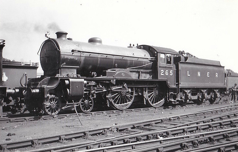 Class D49 - 265 LANARKSHIRE - Gresley LNER Hunt Class 4-4-0 - built 12/27 by Darlington Works - 12/46 to LNER No.2705, 05/48 to BR No.62705 - 11/59 withdrawn from 64B Haymarket - seen here at Carlisle, 08/32.