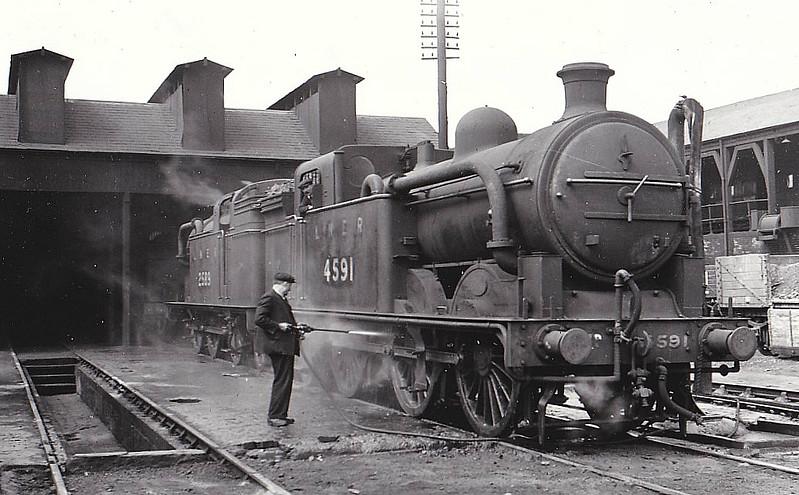 Class N1 - 4591 - Ivatt GNR 0-6-2T - built 04/12 by Doncaster Works as GNR No.1591 - 12/25 to LNER No.4591, 10/46 to LNER No.9471, 09/50 to BR No.69471 - 01/56 withdrawn from 37C Bradford Hammerton Street - seen here at Hornsey, 05/35.
