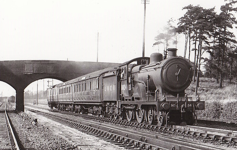 Class D16 - 8824 - Holden GER/LNER Class D15 4-4-0 - built 11/09 by Stratford Works as GER No.1824 - 1924 to LNER No.8824, 02/40 rebuilt to Class D16, 11/46 to LNER No.2575, 12/48 to BR No.62575 - 05/57 withdrawn from 31C Kings Lynn - seen here at Stevenage in 1932.