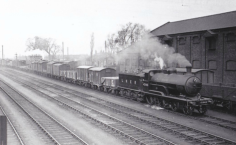 Class D 3 -  Ivatt GNR Class D3 4-4-0 - built 12/1898 by Doncaster Works as GNR No.1345 - 09/25 to LNER No.4345. 08/46 to LNER No.2135 - BR No.62135 not applied - 01/49 withdrawn from 38A Colwick - seen here at Retford in 1936.