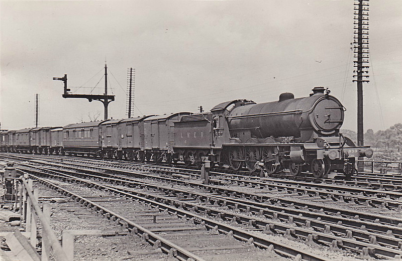 Class B16 - 933 - Raven NER/LNER Class S3 4-6-0 - built 03/21 by Darlington Works - 12/46 to LNER No.1428, 11/48 to BR No.61428 - 10/60 withdrawn from 50B Leeds Neville Hill - seen here at York.