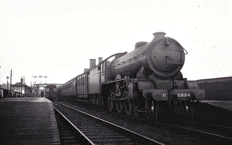 Class B17 - 2856 LEEDS UNITED -  Gresley LNER 4-6-0 - built 05/36 by Darlington Works - 01/47 to LNER No.1656, 08/50 to BR No.61656 - 01/60 withdrawn from 31B March - seen here at Barford.