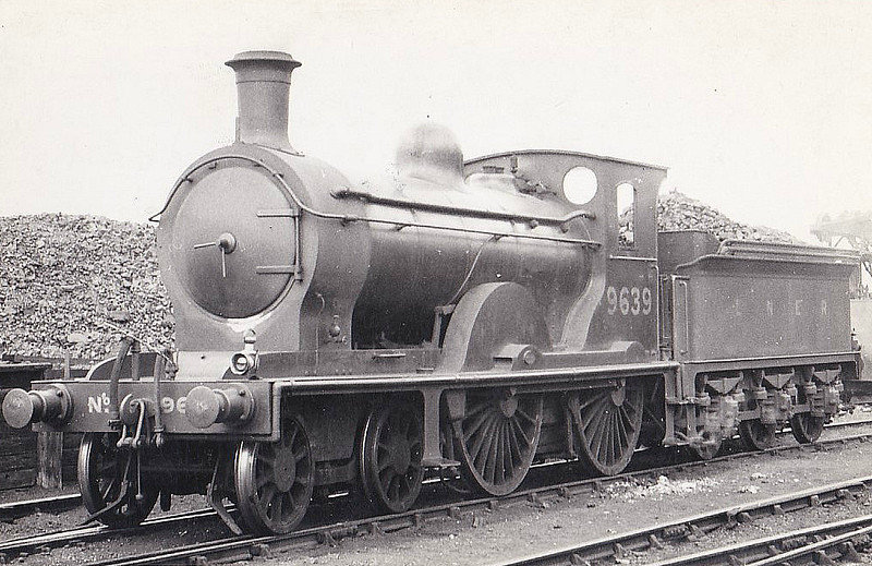 Class D31 - 9639 - Holmes NBR Class M 4-4-0 - built 08/1890 by Cowlairs Works as NBR No.639 - 02/26 to LNER No.9639 - 10/35 withdrawn.