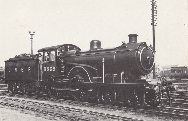 Class D15 - 8868 - Holden 4-4-0 - built 10/03 by Stratford Works as GER No.1868 - 1924 to LNER No.8868, 07/40 rebuilt to Class D16, 06/46 to LNER Class 2539, 04/49 to BR No.62539 - 10/57 withdrawn from 31A Cambridge, where seen in 1935.