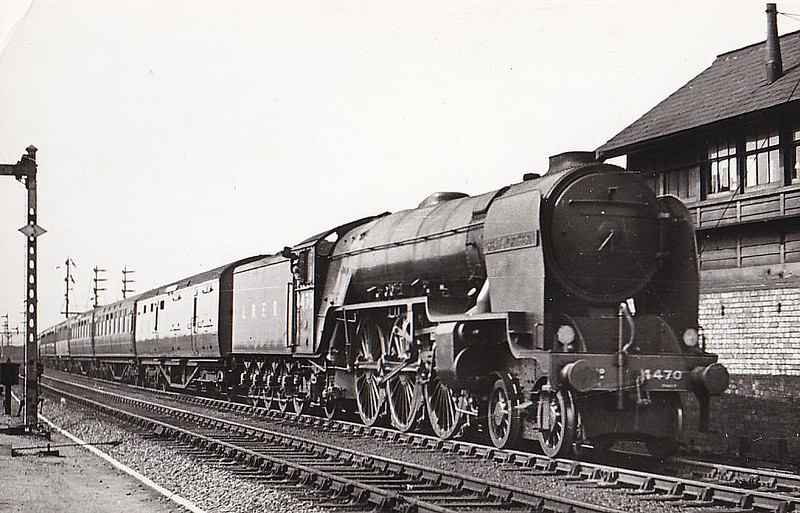 Class A1/1 - 4470 GREAT NORTHERN - Gresley 4-6-2 - built 04/22 by Doncaster Works as GNR No.14790- 03/25 to LNER No.4470 - 1945 rebuilt by Thompson as Class A2/2 - 10/46 to LNER No.113, 10/48 to BR No.60113 - 11/.62 withdrawn from 36A Doncaster - seen here at Finsbury Park after rebuild.