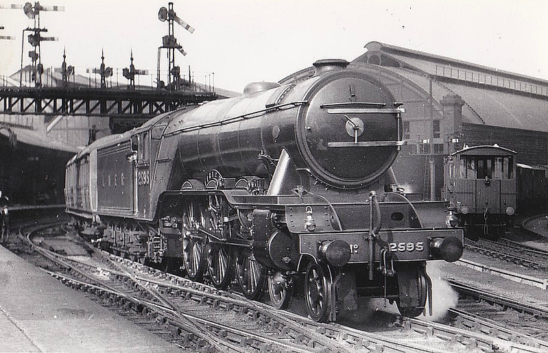 Class A3 - 2585 TRIGO - Gresley GNR/LNER 4-6-2 - built 02/30 by Doncaster Works - 10/46 to LNER No.84, 05/48 to BR No.60084 - 11/64 withdrawn from 52A Gateshead - seen here at York.