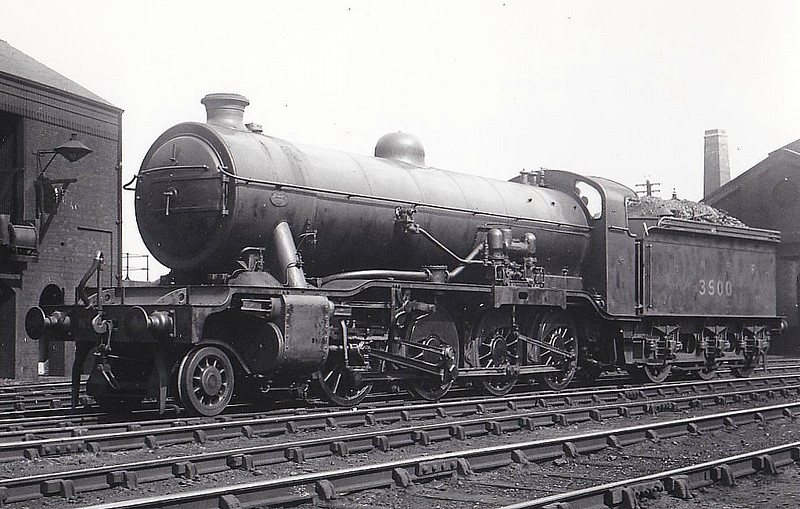 Class O2 - 3500 - Gresley GNR/LNER 2-8-0 - built 05/24 by Doncaster Works as LNER No.3500, 09/46 to LNER No.3945, 10/48 to BR No.63945 - 09/63 withdrawn from Retford GC.