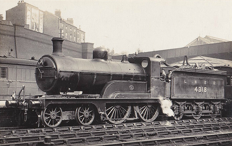 Class D 3 - 4318 - Ivatt GNR Class D3 4-4-0 - built 05/1898 by Doncaster Works as GNR No.1318 - 06/25 to LNER No.4318, 10/46 to LNER No.2133 - BR No.62133 not applied - 08/49 withdrawn from 41E Staveley - seen here at Nottingham Victoria.