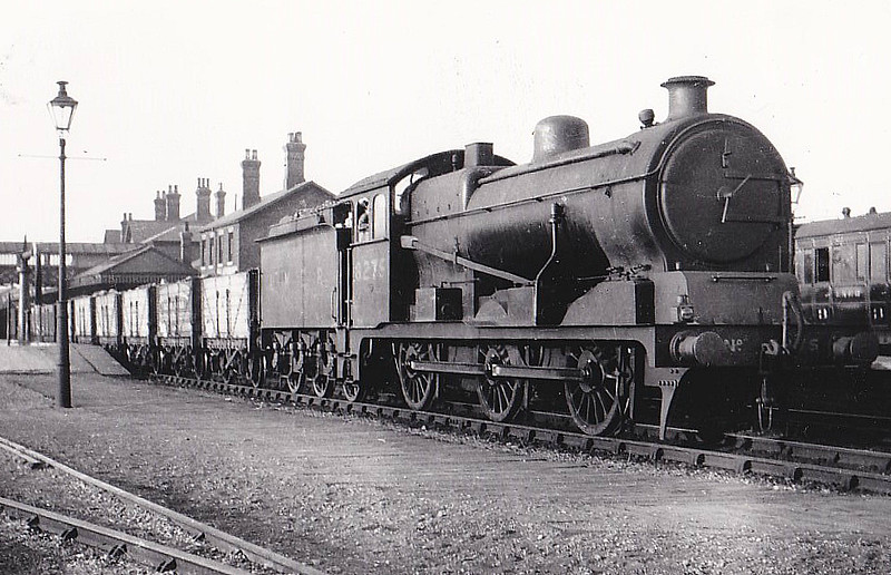 Class J20 - 8275 - Hill GER Class D81 0-6-0 - built 09/22 by Stratford Works as GER No.1275 - 06/24 to LNER No.8275, 10/46 to LNER No.4680, 05/50 to BR No.64680 - 01/61 withdrawn from 30A Stratford - seen here at Spalding.