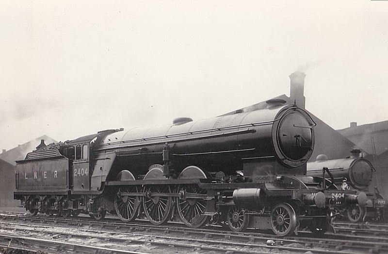 Class A2 - 2404 CITY OF RIPON - Raven NER/LNER Class A2 4-6-2 - built 03/24 by Darlington Works - 02/37 withdrawn from York North MPD - seen here after fitting of Class A1 boiler and new cab in 1929 but before receipt of 8-wheeled tender in 10/34.