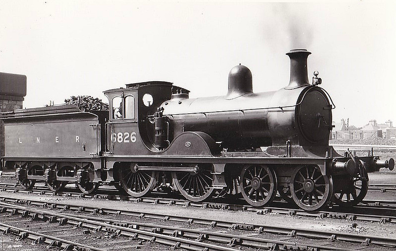 Class D40 - 6826 - Pickersgill GNSR Class V 4-4-0 - built 1899 by Neilson & Co. as GNSR No.26 - 1923 to LNER No.6826, 1946 to LNER No.2261, 06/48 to BR No.62261 - 03/53 withdrawn from 61C Keith -  seen here at Elgin.