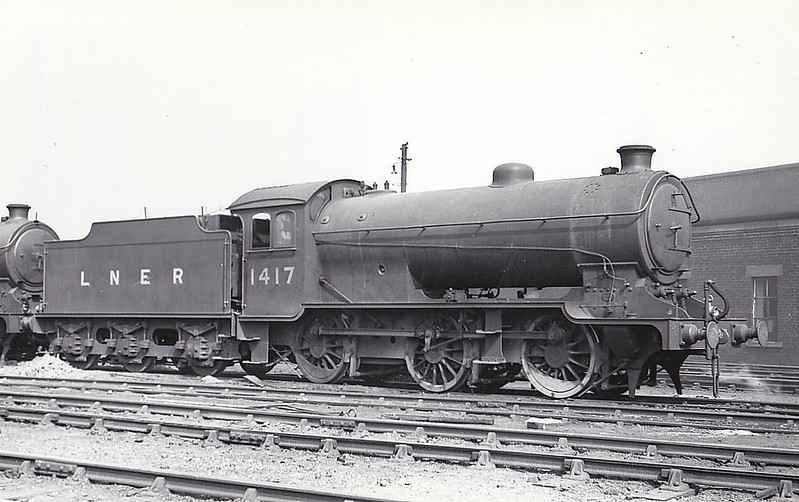 Class J38 - 1417 - Gresley LNER 0-6-0 - built 03/26 by Darlington Works - 09/46 to LNER No.5915, 09/48 to BR No.65915 - 11/66 withdrawn from 62A Thornton Junction - seen here at Eastfield, 08/37.