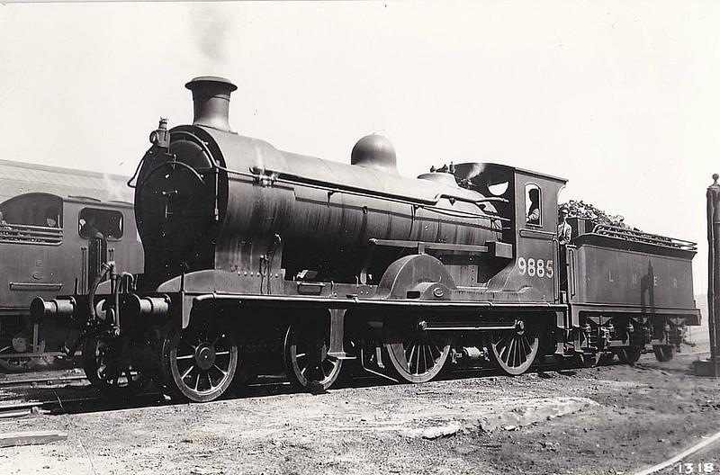 Class D32 - 9885 - Reid NBR Glen Class K 4-4-0 - built 12/06 by Cowlairs Works as NBR No.885 - 1924 to LNER No.9885, 1946 to LNER No.2446, 1948 to BR No.62446 - 09/48 withdrawn from 62A Thornton Junction.
