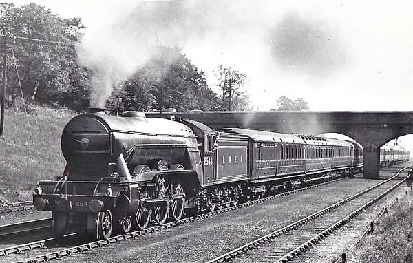 LOCOMOTIVES OF THE LONDON & NORTH EASTERN RAILWAY