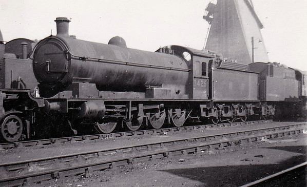 Class Q6 - 3425 - Raven NER Class T2 0-8-0 - built 03/20 by Armstrong Whitworth & Co. as NER No.2268 - 04/46 to LNER No.3425, 12/49 to BR No.63425 - 04/63 withdrawn from 54B Tyne Dock - seen here at March, 07/46.