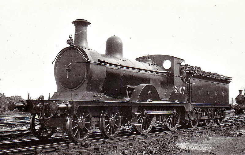 Class D41 - 6907 - Pickersgill GNSR Class T 4-4-0 - built 1898 by Neilson & Co. as GNSR No.107 - 1923 to LNER No.6907, 1946 to LNER No.2251, 03/49 to BR No.62251 - 06/51 withdrawn from 61C Keith.