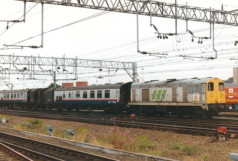 20075 SIR WILLIAM COOKE, in Rail Technical Services livery, heads north through Crewe Station with a tunnel gauging train, 01/08/96. In March 1998, the locowas rebuilt as DRS 20309 and is currently in store.
