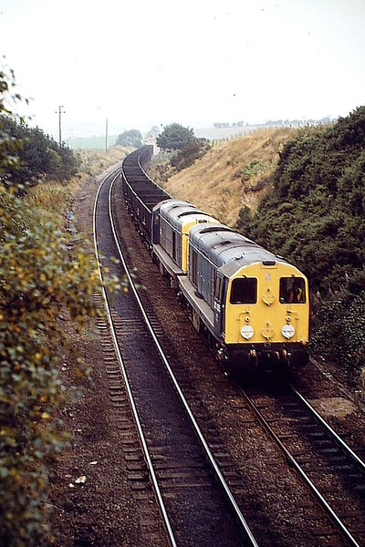 20105 and 20047 head a loaded MGR train at Langwith, 20/09/88.