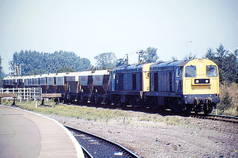 20168 and 20183 arrive a Ely on 6Y41 March Up Yard - Kennett/Barham Redland Split, 08/08/88. 20168 was withdrawn in May 1993, sold to HNRC and is now a shunter at Hope Cement Works. 20183 was withdrawn in January 1990.