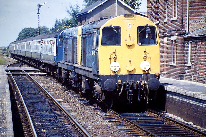 20032 and 20063 pass through Heckington on 1E82 SSO Derby - Skegness, 25/06/88, with plenty of 'Chopper' fans on board it seems. 20032 was withdrawn in April 1993 and 20063 was withdrawn in May 1991.