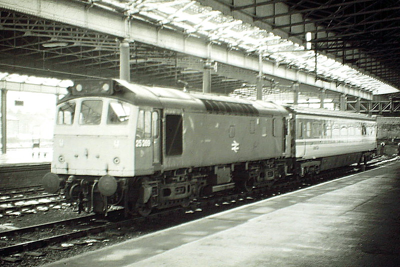 25269 is on duty as standby loco in the South Bay at Rugby, 20/02/85. The engine was withdrawn in April 1986.
