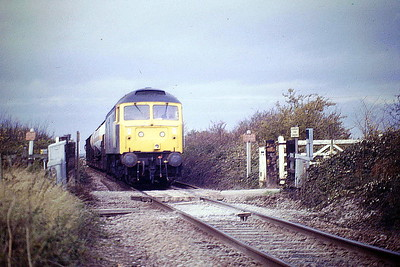 47226 crosses the OC near Half Acre Farm, Barway, on 6E86 Whitemoor - Parkeston Quay, 30/10/86. 47226 was built by Brush Falcon Works in 1965 as D1902 and renumbered in March 1974. In August 1994 it was renumbered to 47384, reverting to 47226 in December 1995. In June 1995 it joined the Freightliner fleet. It was withdrawn in February 1999 and scrapped in April 2008.