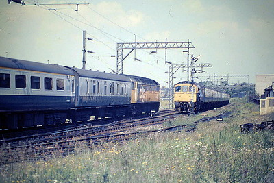 47453 on the Brighton - Manchester passes 33022 waiting for the road at Mitre Bridge Junction on the Railtour, 06/87. 47453 was built by Crewe Works in 1964 as D1571 and was renumbered and ETHed in March 1974. It was withdrawn in January 1993 and scrapped in April 1997.