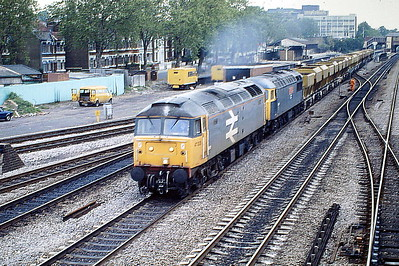 47320 and 56032 head a Down ARC Stone train through West Ealing, 02/06/88. 47320 was built by Brush Falcon Works in 1965 as D1801 and renumbered in March 1974. In May 1992 47320 collided with wagons it was shunting at Stratford Freightliner Terminal, incurring sufficient damage to warrant withdrawal and it was scrapped in November 1996.