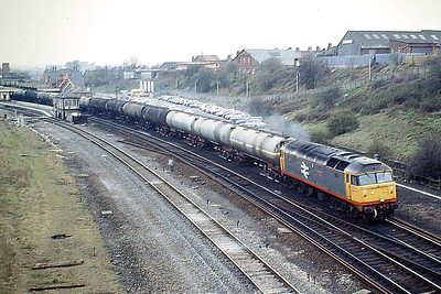 47380 IMMINGHAM passes Wellingborough on the down Main on 6E69 Langley - Lindsey oil empties, 06/04/88. 47380 was built by Brush Falcon Works in 1965 as D1899 and was renumbered in February 1974. It was withdrawn in September 1992 and scrapped in October 1994.