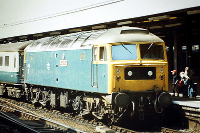 47580 COUNTY OF ESSEX pulls into Ipswich Station with a train for Liverpool Street, 11/08/81. 47580 was built by Brush Falcon Works in 1964 as D1762 and was renumbered to 47167 in December 1973. It was ETHed and renumbered to 47580 in May 1980. In June 1994 it was fitted for multiple working and became 47732. It was withdrawn in April 2004 and is preserved on the Mid Norfolk Railway.