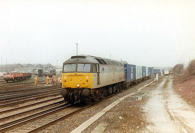 47052 heads north through Eastleigh on a freightliner, 16/04/98. 47052 was built  by Crewe Works in 1964 as D1634 and renumbered in March 1974. In June 1995 it joined the Freightliner fleet. It was withdrawn in January 2001 and scrapped in May 2003..