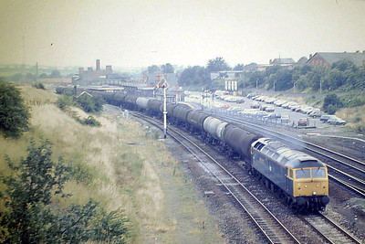 47222 passes Wellingborough Station with a rake of empty tanks on the Down Slow, 06/08/87. 47222 was built by Brush Falcon Works in 1965 as D1872 and renumbered in January 1974. In June 1995 it joined the Freightliner fleet. It was withdrawn in August 1998 and scrapped in October 1998.