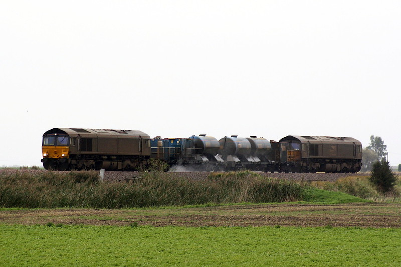 66427 t/t with 66426, filthy dirty on a filthy dirty day, approach Padnal on 3S01 Stowmarket - Norwich - Cromer - Great Yarmouth - Norwich - Ely - Stowmarket RHTT, 13/10/20.